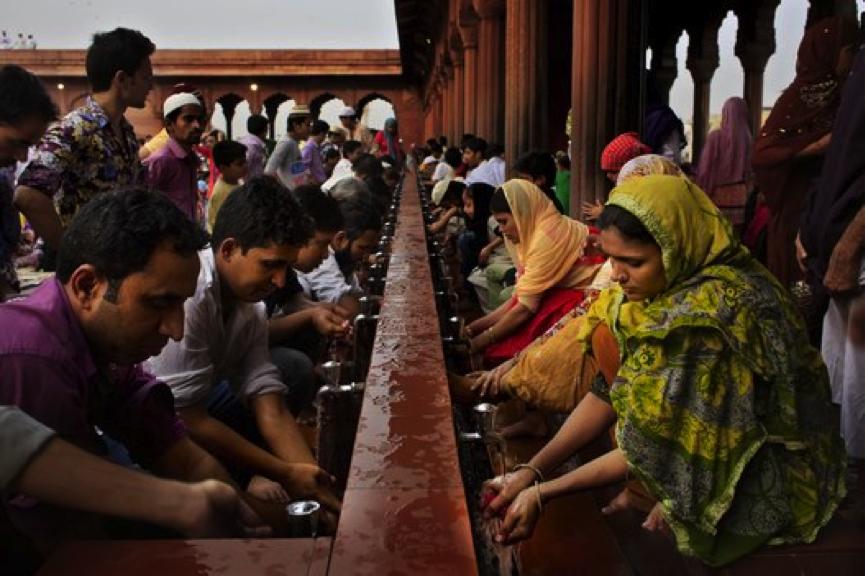 Wudhu in Jama Masjid