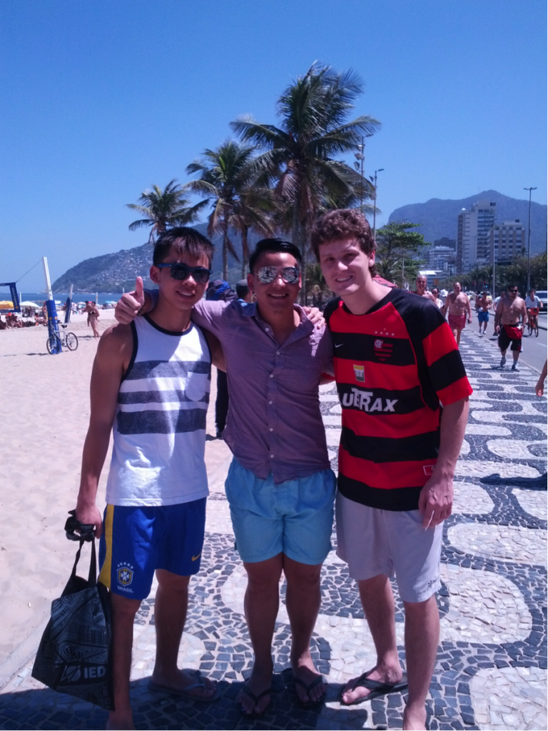 From left to right: Hu Yuan, I and Pedrão leaving Ipanema for food!