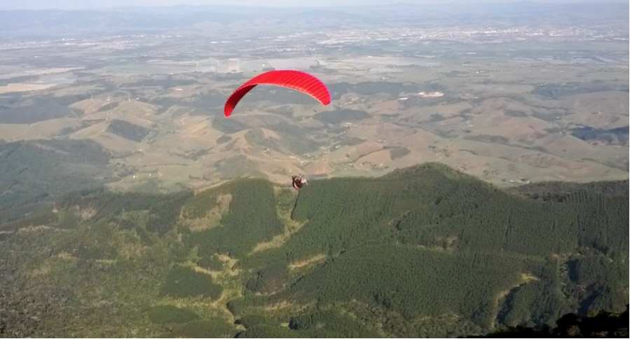 The paraglider before me, mid-flight! The view is much better from where he is, trust me.