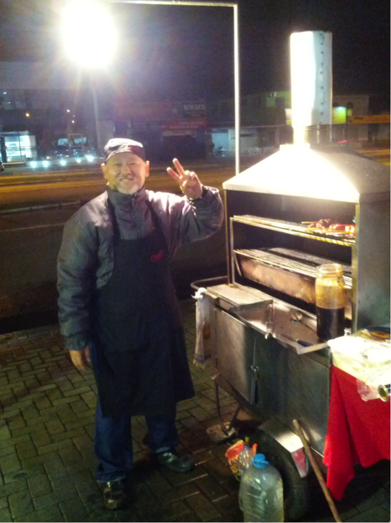 Senõr, as I call him, is my resident roadside churrasco guy! He does shrimp, lamb chops, teriyaki chicken, chicken heart, calabresa, melted cheese sticks, and even unagi on certain days! The best part about him was how he helped me learn Portugese. Because he speaks Japanese, he was my proxy in learning Portugese through Japanese!