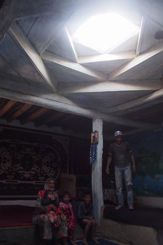 Inside a traditional Pamiri house with its distinctive skylight (Photo credit: Daisuke Ikei)
