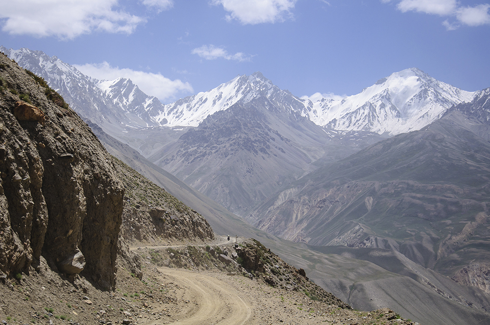 The road to the Khargush Pass from Langar