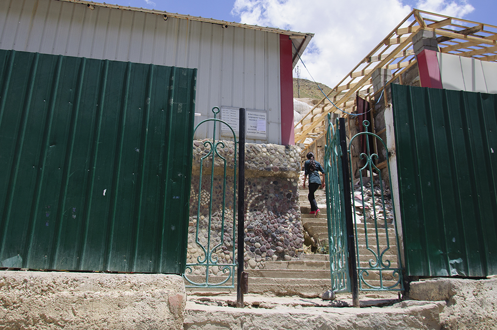 The entrance to the Garm Chashma hot springs