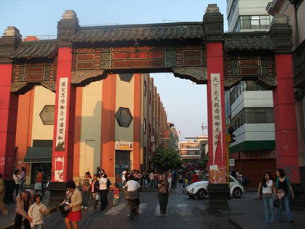 1714092-At-Chinatown-Lima-0
