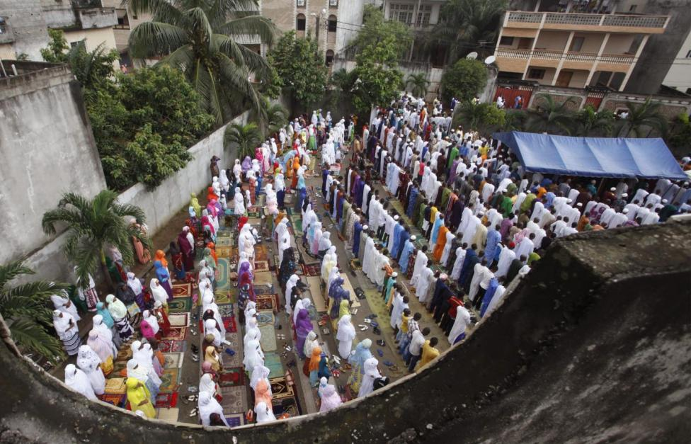 Muslims praying in a mosque at Palmeraie, in the Ivorian capital of Abidjan (Reuters/Thierry Gouegnon)