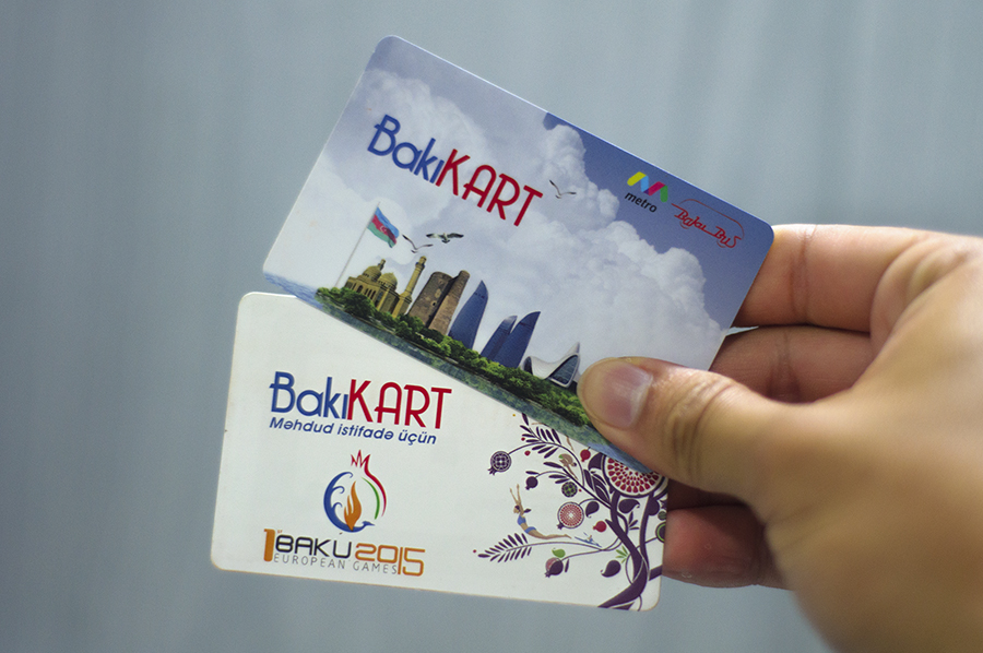 The BakıKART plastic card (top) and the BakıKART limited use card (bottom)